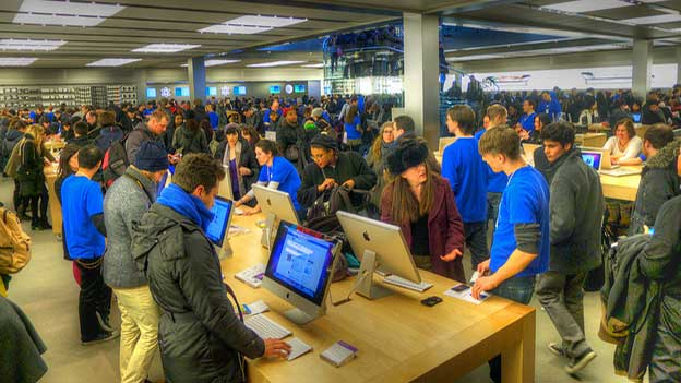 Apple Surges With Mac as Global PC Sales Falter